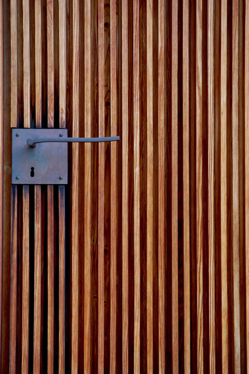 valscrapbook:    Peter Zumthor - Door handle detail at the St. Bendict Chapel, Sumvitg 1989.    (via subtilitas)