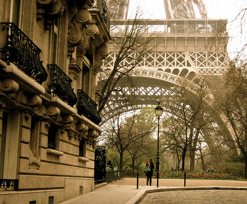 ahkiaat08:  justbesplendid:  ooh Paris.. (via honeyyisforbees)