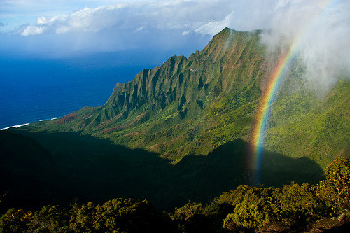 fuckyeaheyegasms:  Rainbow over Kalalau Valley (by IronRodArt - Royce Bair)  <3 my future place of residence.
