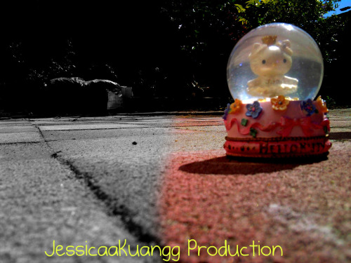 hello kitty snow global globe  Submitted by jessicaakuangg