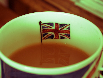 (via mamagrubbs, -cuoreaperto) I want a British tea cup!