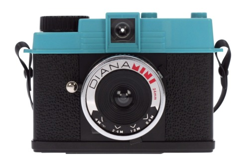 I hate to say this but I'm thinking of selling my Diana mini. I've taken it out only twice and loved it. 72 (half-)frames last forever. And then you have 72 multiple exposures… But life in the army leaves me with little time to see things with my own eyes, much less through a viewfinder. So it really deserves a better home until I find the time and passion to shoot again. Diana mini box set with picture book (no flash). Bought in Taiwan, Nov '09 for the equivalent of SGD$90. Good as new. Text me 9111-KICK if you want it cheap — my only condition is you promise to take a heck of a lot of amazing pictures with it.