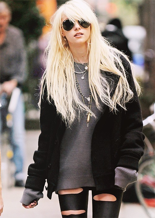 Taylor Momsen It Girl Fashion: Blonde Hair, Aviators, Over-Sized Woolen Jumper, Black Over-Sized Cardigan, Clutter Of Necklaces & Cut Up Black Latex Leggings
