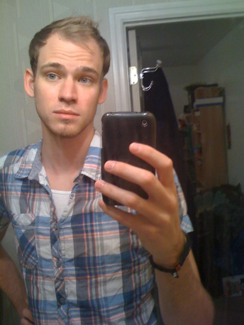 thatqueeramericanboy:  I cut all my hair off!  It looks so so good!! =)
