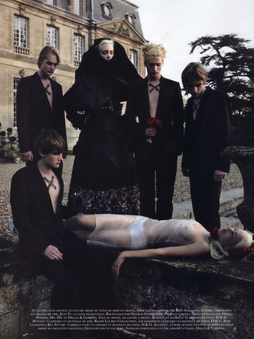 fuckyeahgoths:  thedoppelganger:  Oui! Magazine: Vogue Paris March 2006 Photographer: Patrick Demarchelier (via boyhood, spiritualcramp)