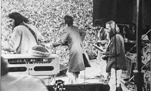 pieceofthesky:  Neil on stage with Dylan and The Band