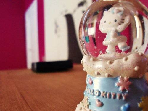 hello kitty winter snowglobe