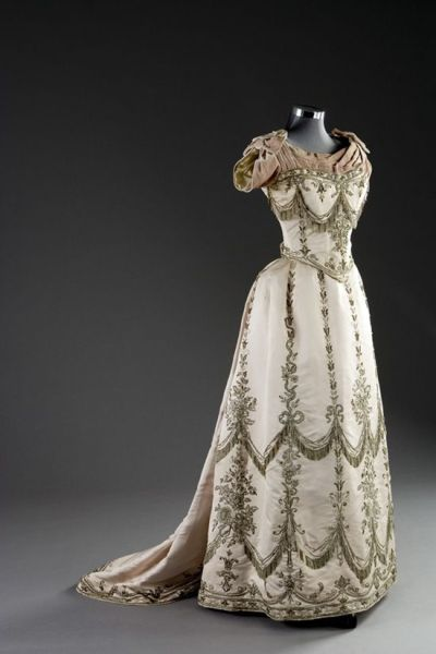 yeoldefashion:  Worth Court Gown, 1888.