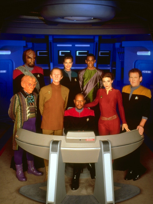 ahkna:  Cast of Star Trek: Deep Space 9. But where's Doctor Bashir hiding?