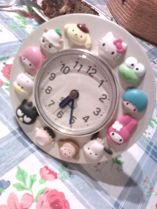 Sanrio Hello Kitty Clock  Submitted by kristel-charizard