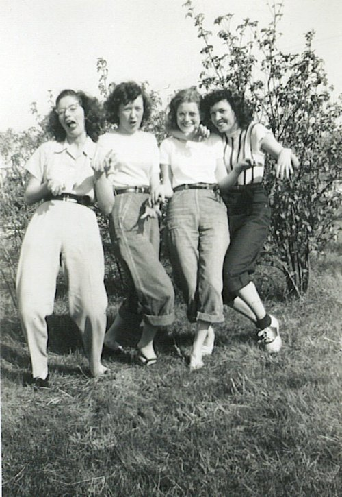 bowfolk:  mudwerks:  akubizone:  trixietreats:  wild women of the 40s (by spysgrandson)     this is the best.