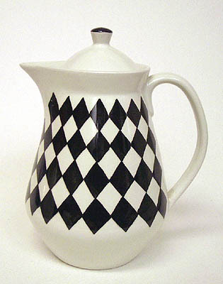 I love this teapot, called Svart Ruter by Karin Björquist for Gustavsberg. Found it via Tiger's new tumblr-blog from scandinavia with love, check it out if you haven't already. (image via from scandinavia with love)