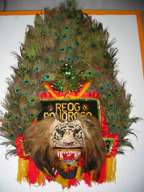 Reog Ponorogo Dance from Ponogoro - East Java. Reog stories contained in the reog ponorogo take Panji stories. The story revolves around the journey to find King Kelana Sewandana adored girl, accompanied by horsemen and patih faithful, Bujangganong. When the choice fell on the daughter of the king of Kediri, Dewi sanggalangit, the goddess gives the condition that he will accept his love when the king was willing to create a new art. Ponorogo reog is created. Movements in dance reog Busway ponorogo describes human behavior in life's journey from birth, life, to death. His philosophy is very deep.