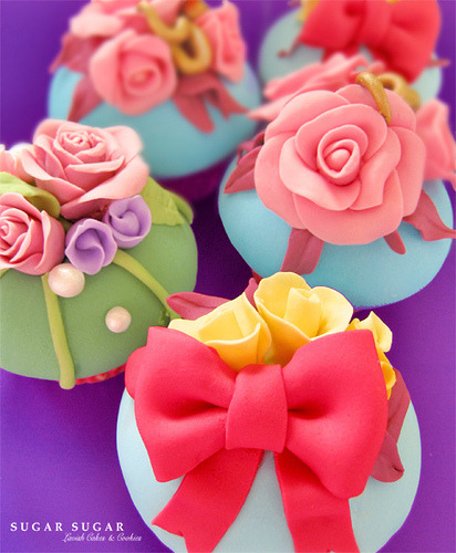 Ribbon & Roses Cupcakes (Part of Mothers' Day Cupcake Set: Click through)