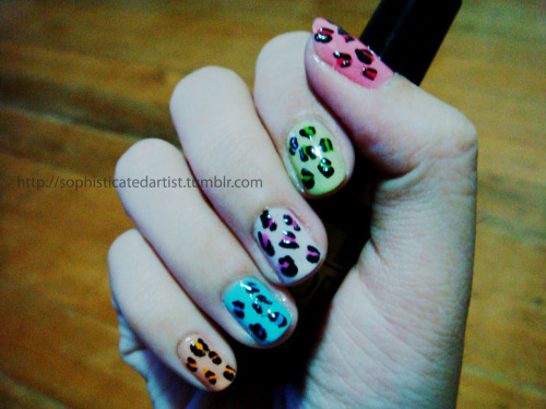 painted my nails a few days ago… the inspiration? leopard prints in multicolor! ;))