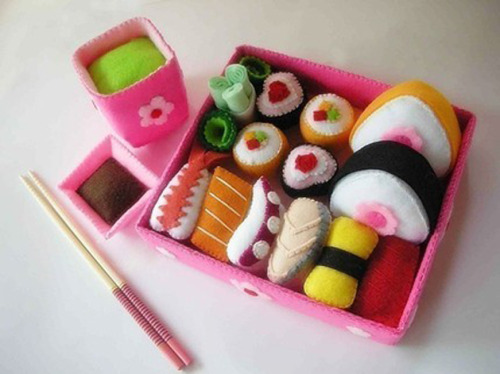 auburnhair:  Craftzine.com blog : Lovely Japanese Sushi Set