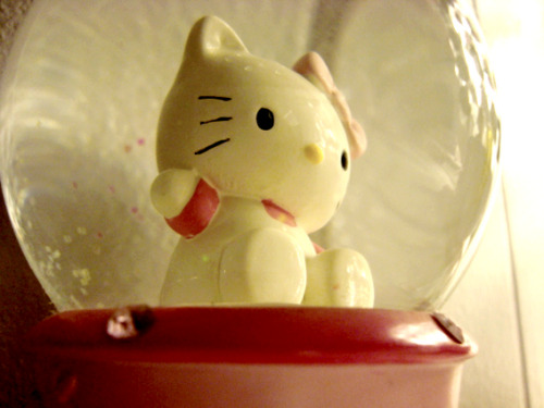 Hello Kitty Snow Globe  Submitted by kimberlyvsearth