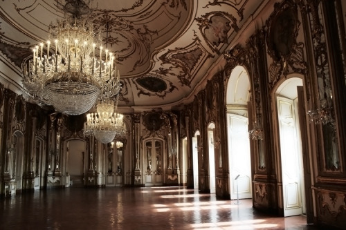 girlinlondon:  18thcentury:  The Ballroom at Queluz National Palace in Sintra, Portugal. c. 1747 flickr