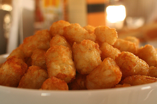 EVERYBODY'S WORKING FOR THE WEEKEND! EVERYBODY WANTS A FEW TATER TOTS!!! Now, I'll be singing this all day until I get some of these delicious fuckers.  (via fyyummyfood)