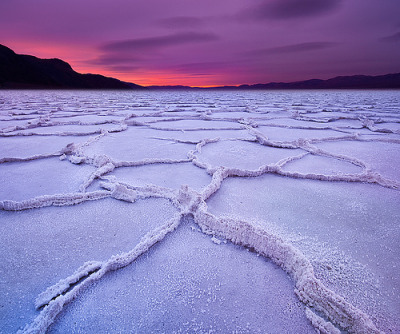 macsmiley:  theworldwelivein:  Badwater In Death Valley National Park (by kevin mcneal)  WOW! This is one AMAZING photo. Salt deposits in Death Valley after a rainstorm.