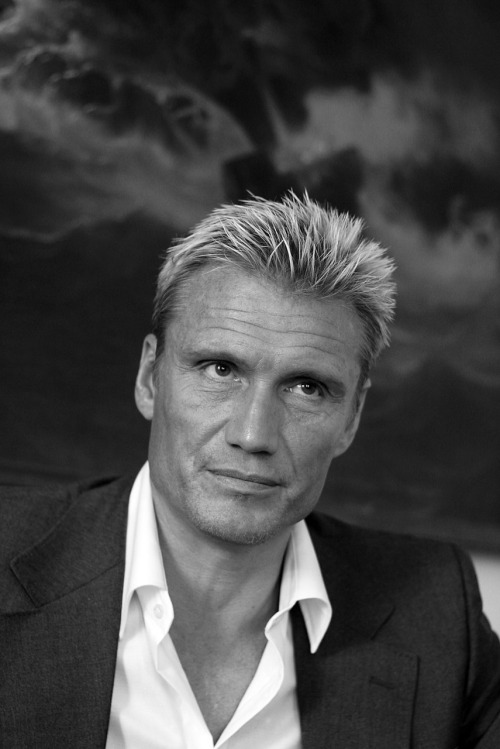 mr. Dolph Lundgren. I got to meet the old Swedish (b-) action movie star when the school paper I worked for at my uni made a story about him. He was in town to talk about something so we met up with him. I was a bit nervous cause it was my first mission to take photos of a relatively famous person. Dolph, who has a master's degree in chemical engineering from University of Sydney, can speak more than 5 languages, and have practiced a numerous of martial art disciplines, seemed to be a nice guy and the interview went well. Dolph is returning to the big screen in August when he along with Stalone, Statham, Jet Li and Rourke stars in a new action movie with no story (but that's not why you watch those movies I guess) called The Expendables.