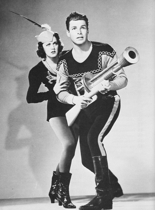 wehadfacesthen:  Buster Crabbe and Carol Hughes in Flash Gordon Conquers The Universe (1940)
