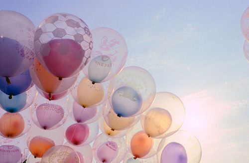 apricotsays:  ofuji:  yaruo:  nanaisreal:  balloon within a balloon!! ♥     balloon within sky.