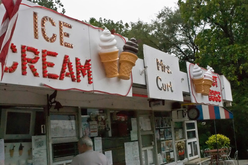 Mrs. Curl Ice Cream Shoppe