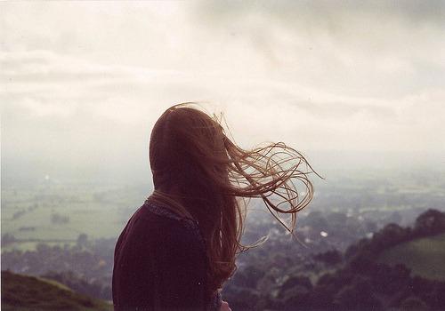 tainafrancine:  docesolidao:  Eu quero mesmo é alguém que faça meu corpo querer  companhia nos momentos em que minha mente insiste pela solidão.