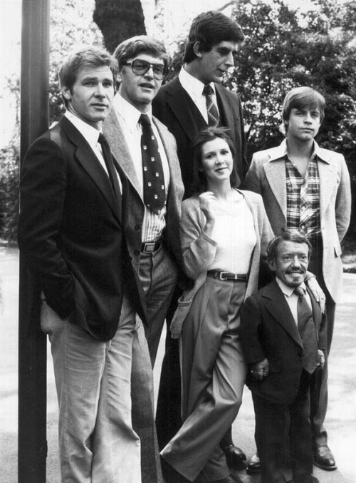 ephe:  (via herpesfreesince1993)  Han Solo, Darth Vader, Chewbacca, Leia, Luke and R2D2