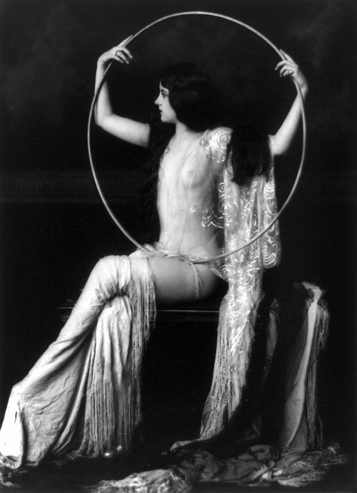 ziegfeld-follies:  Virginia Biddle - photo:  Alfred Cheney Johnston Ziegfeld Girl, 1927 - 1932