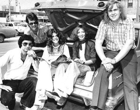 Eugene Levy, Dan Aykroyd, Gilda Radner, Rosemary Radcliffe +  John Candy. Second City, 1975.