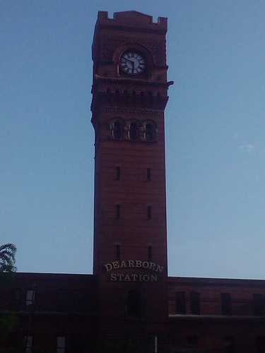 dearborn station (by emmakat79) cell phone pic, enh, much prettier in person. Should've taken out the nicer camera, it was a neat hazy lighting that was unique…boo.
