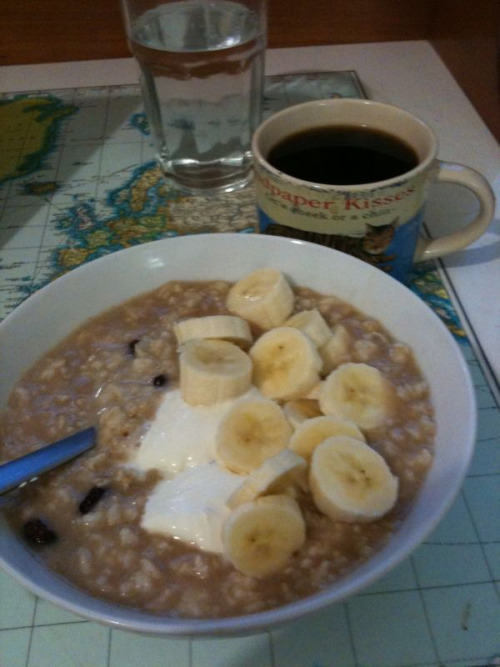 Cinnamon porridge & coffee - perfect winter breakfast