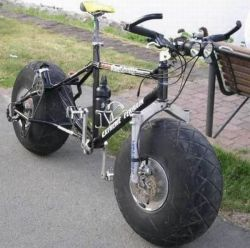 treadlyandme:  …the monster truck of bikes!  (via shipwreckd)