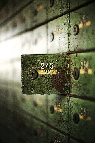 curiositycontained:  caughtupinsomebusyday:  locker 243  (via justtbbreathee)