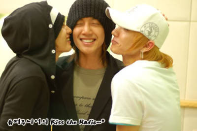 OMG. This is jjang! My number 1 on SS501 and Suju in one picture. So much love. Hyun Joong + Leeteuk = ♥♥♥ (I also love Eunhyuk) This is definitely worth reblogging!