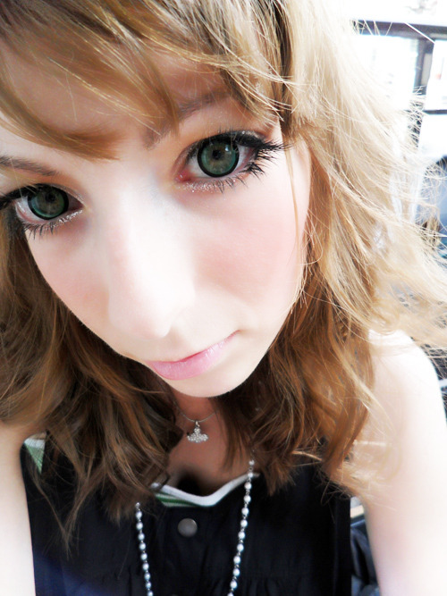 I really like my new EOS Candy Green lenses :D~~