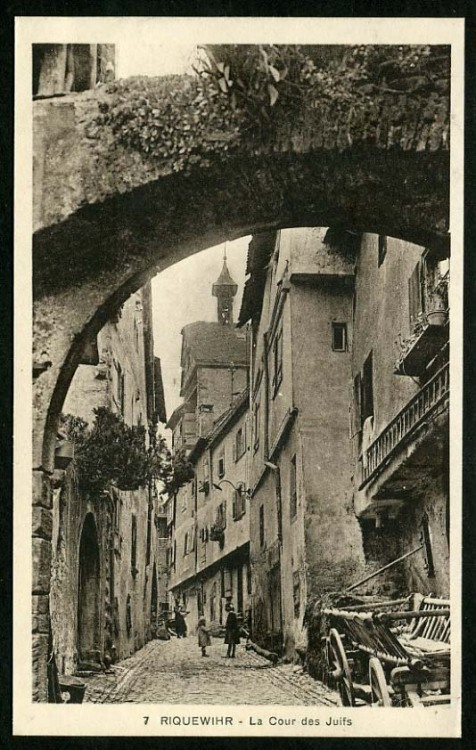 gialloantico:  occurences:  Riquewihr - France (via occurrences-deactivated20110102)