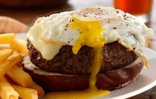 How did I not think of eggs on a hamburger? I am such a fool! Food Porn Daily, you are a true wonder!