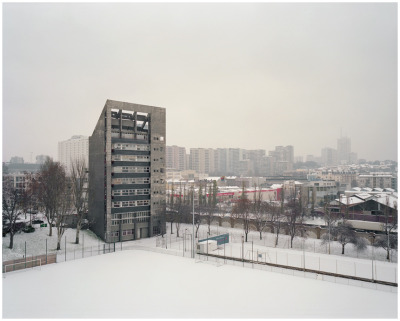 #raphael_bourely, #wwwflickrcompeopleraphaelbourelly, #paris, #faubourg, #suburbs, #flat, #building, #window, #screen, #snow, #winter, #ground, #play, #football, #grey, #cl