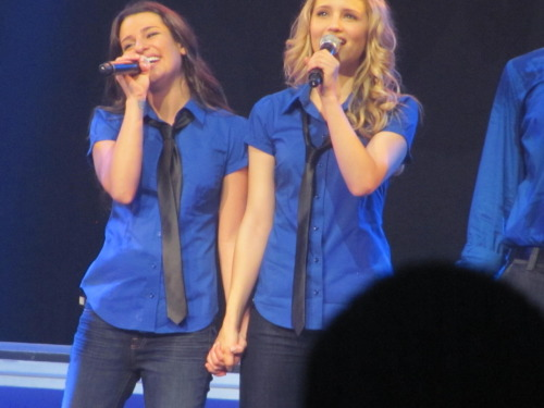 nicolecap:  Glad I managed to snap this. Proof that Quinn and Rachel are besties in real life. AW.