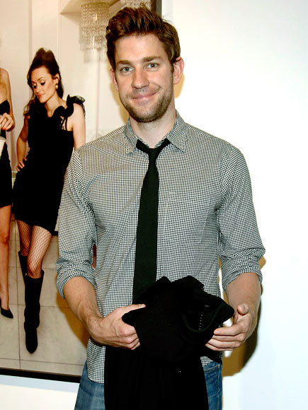 gosteadywithme:  John Krasinski with scruff. I love it.