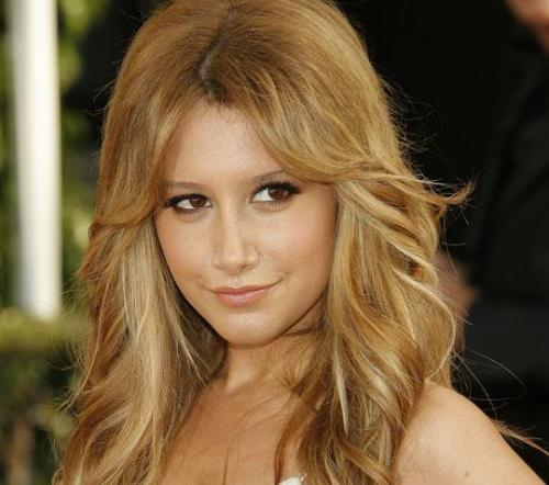 A fabulosa Ashley Tisdale faz pose para a foto!  shushuh!!