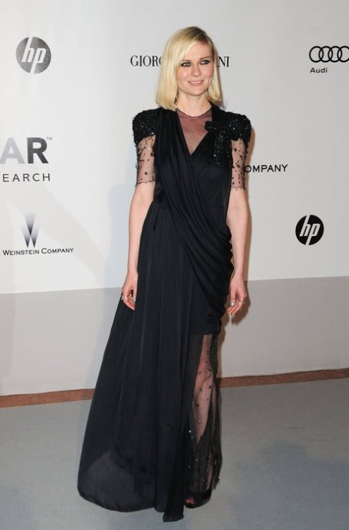 Kirsten Dunst This black dress is amazing