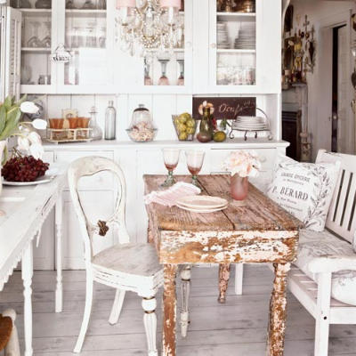 heartbeatoz:  ysvoice:  | ♕ |  cozy cottage dining   | post by la-belle-vie | via acottageinthewoods  (via coffeeandwords)