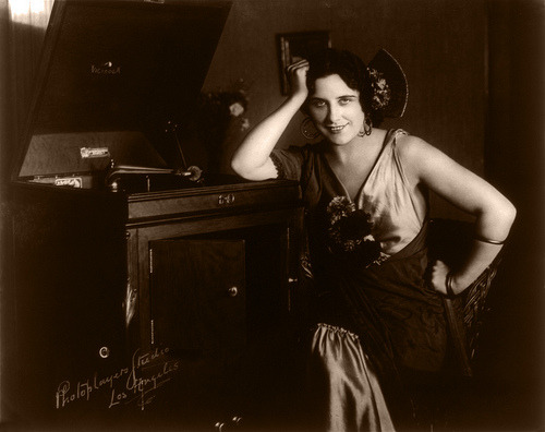 billyjane:and one more madame Geraldine Farrar  [dressed as Carmen with a Victor Victrola by the Photoplayers Studio of Los Angeles, California. c.1915] via The Retro-Spector