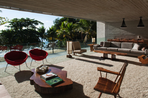 Paraty HouseMarcio Kagan (via The Cool Hunter)