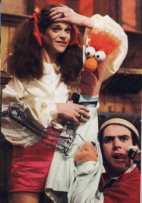 fyeahmuppeteers:  Richard Hunt and Gilda Radner  I love this.