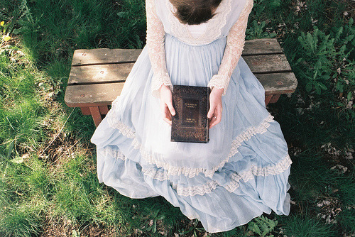 booklover:  womenreading:    (by lobymustard)